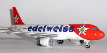 Airbus A320 Edelweiss Air Switzerland Herpa Model Scale 1:200 557146 Eb